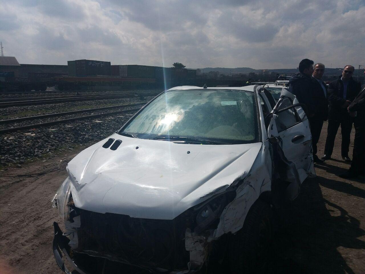 تحویل خودروهای آسیب دیده هم استانی ها در سیل